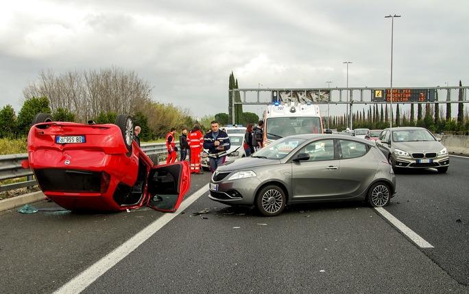 Photo by valtercirillo on Pixabay https://pixabay.com/en/car-accident-clash-rome-highway-2165210/